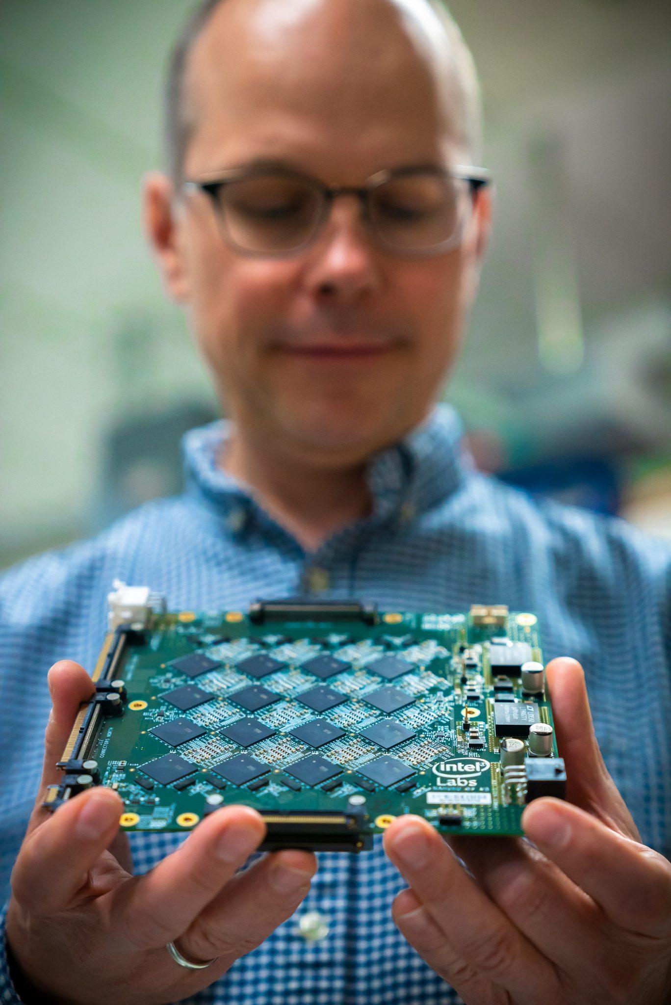 Intel-Neuromorphic-system-4_large